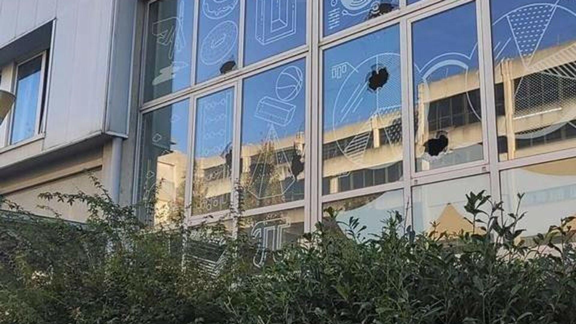 İspanya'nın kuzeyindeki Leioa şehrinde bir kişi, pompalı tüfekle Del Pais Vasco Üniversitesi binasına ateş açtı. - Sputnik Türkiye, 1920, 13.10.2021