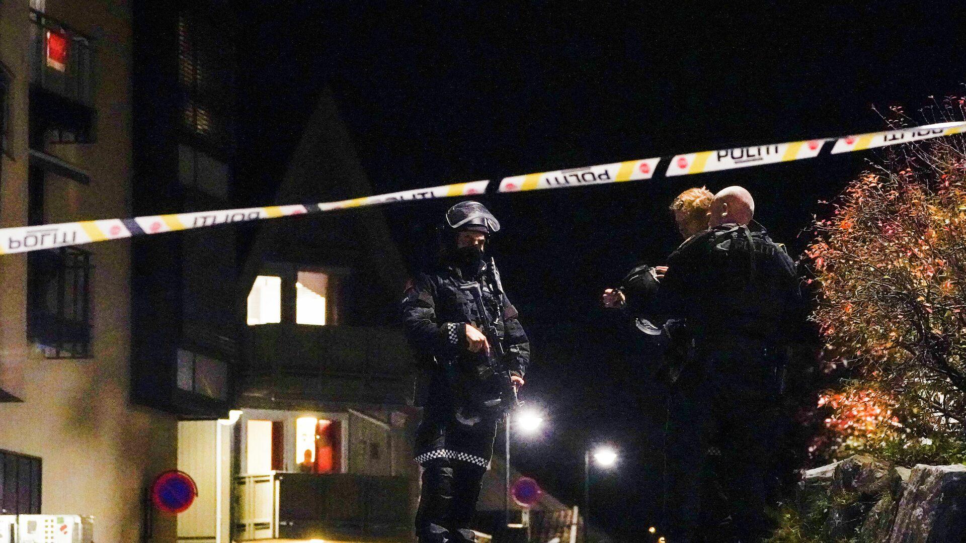 Norveç'in Kongsberg kasabasında bir kişinin oklu saldırısı sonucu en az 4 kişinin hayatını kaybettiği ve çok sayıda kişinin yaralandığı bildirildi. - Sputnik Türkiye, 1920, 13.10.2021