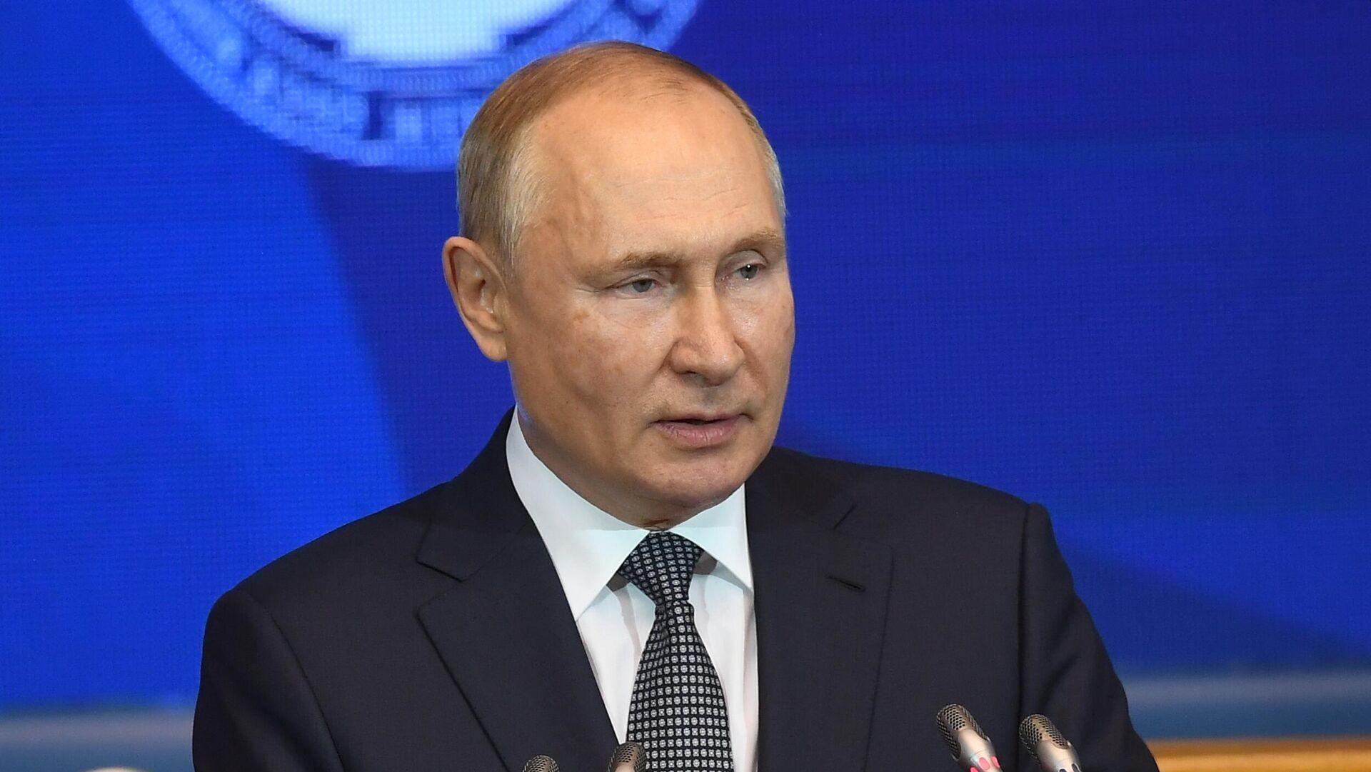 Putin gelecek seçimler, dolar ve kripto para birimleriyle ilgili CNBC'ye konuştu - Sputnik Türkiye, 1920, 14.10.2021