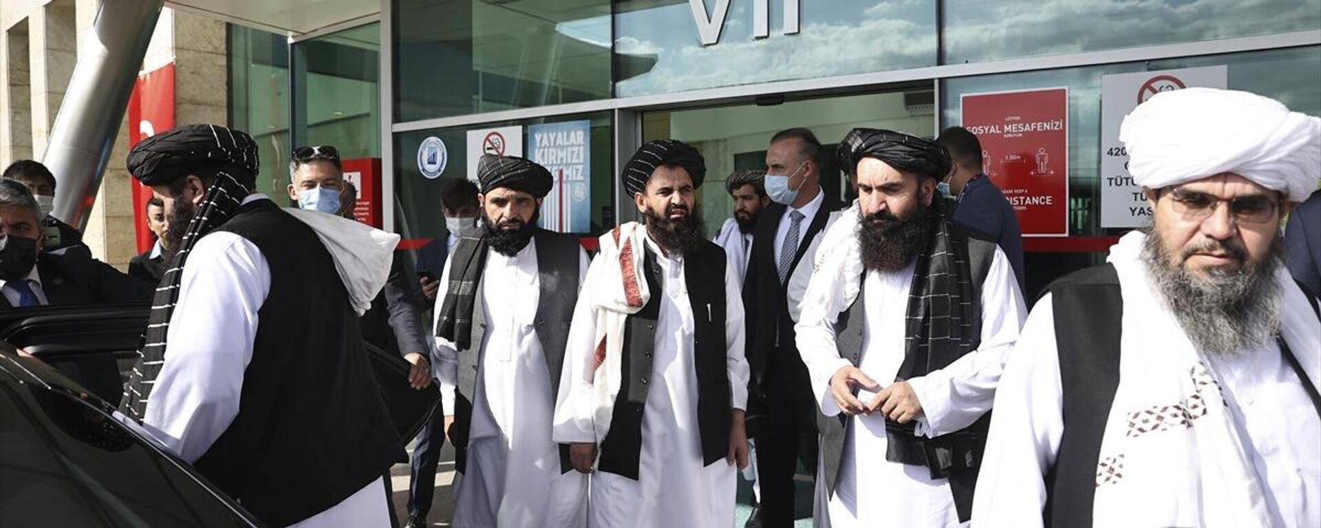 Afganistan'daki Taliban hükümetinin Dışişleri Bakan Vekili Emirhan Muttaki (solda), Türkiye'de temaslarda bulunmak üzere Ankara'ya geldi - Sputnik Türkiye, 1920, 14.10.2021