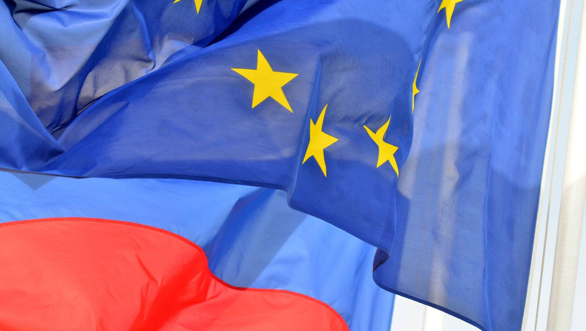 Rusya ve Avrupa Birliği bayrakları  - Sputnik Türkiye, 1920, 26.07.2021