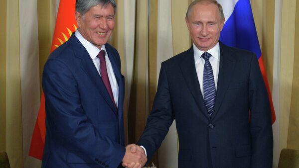 Rusya Devlet Başkanı Vladimir Putin ve Kırgızistan Devlet Başkanı Almazbek Atambayev - Sputnik Türkiye