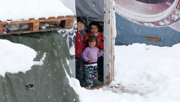 Suriyeli mülteciler soğuk ve açlıkla mücadele ediyor - Sputnik Türkiye