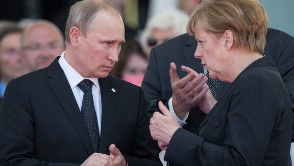 Rusya Devlet Başkanı Vladimir Putin ve Almanya Başbakanı Angela Merkel - Sputnik Türkiye