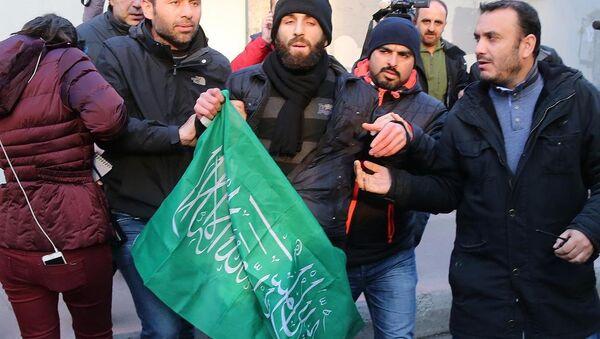 Cumhuriyet Gazetesi önünde Charlie Hebdo protestosu - Sputnik Türkiye
