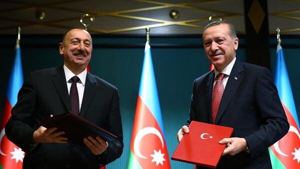 Türkiye Cumhurbaşkanı  Recep Tayyip Erdoğan ve Azerbaycan Cumhurbaşkanı İlham Aliyev - Sputnik Türkiye