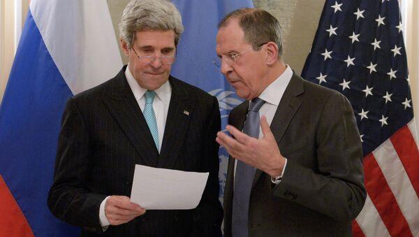 Rusya Dışişleri Bakanı Sergey Lavrov' ve ABD Dışişleri Bakanı John Kerry - Sputnik Türkiye