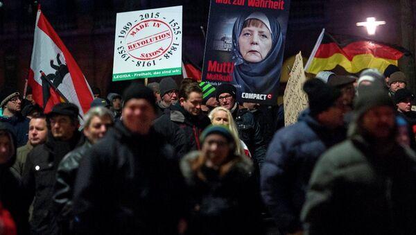 PEGIDA ve karşıtları sokağa indi - Sputnik Türkiye