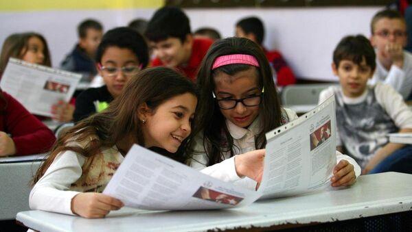 Okullarda karne sevinci - Sputnik Türkiye