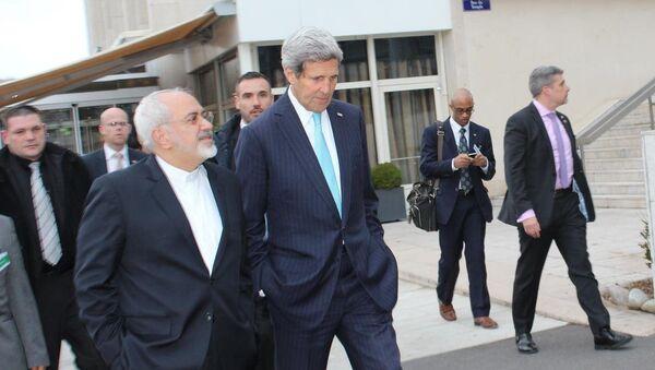 İran Dışişleri Bakanı Muhammed Cevad Zarif ve ABD Dışişleri Bakanı John Kerry - Sputnik Türkiye