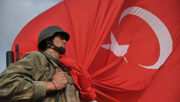 Kobani sınırına dev Türk bayrağı - Sputnik Türkiye