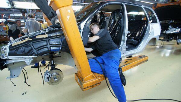 Tolyatti şehrinde AvtoVAZ fabrikası - Sputnik Türkiye