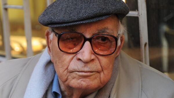 Yaşar Kemal, Türkiye'den Nobel'e aday gösterilen  ilk edebiyatçıydı. - Sputnik Türkiye