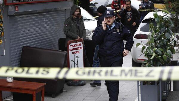 Taksim'de polise saldırı - Sputnik Türkiye