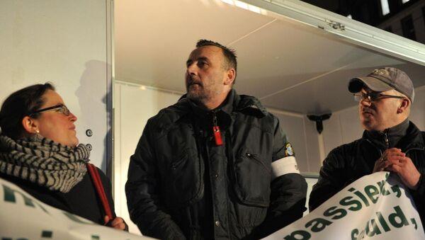 PEGIDA hareketinin kurucusu Lutz Bachmann, hareketten istifası sonrası ilk defa PEGIDA gösterisine katıldı. - Sputnik Türkiye