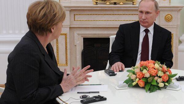 Almanya Başbakanı Angela Merkel ve Rusya lideri Vladimir Putin - Sputnik Türkiye