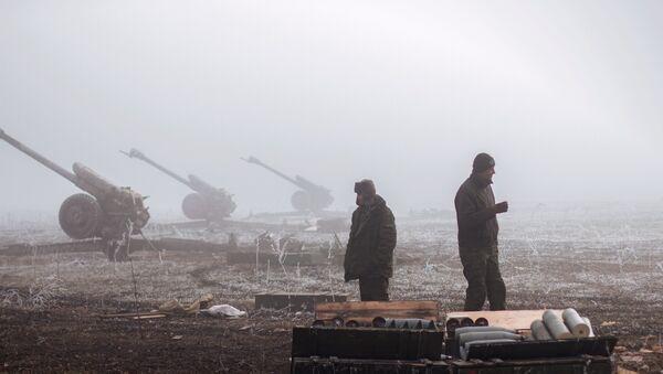 Lugansk, ağır silahların tahliyesine başladı - Sputnik Türkiye
