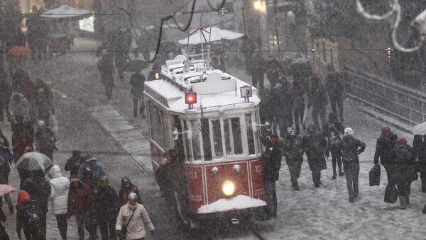 İstanbul'da kar yağışı - Sputnik Türkiye