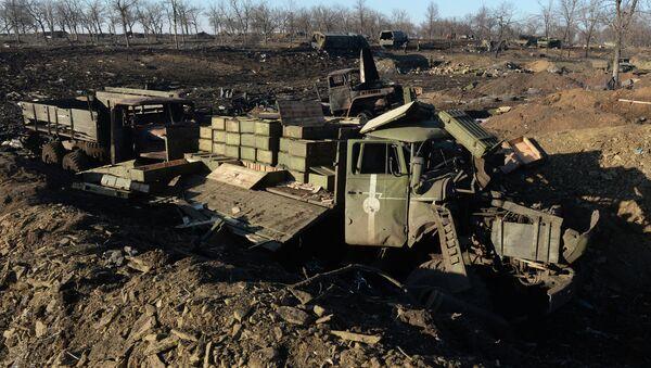 Debaltsevo'da Ukrayna ordusuna ait yok edilmiş araçlar - Sputnik Türkiye