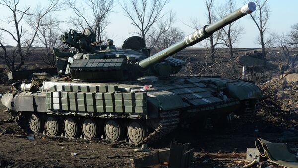 Debaltsevo'da bir tank - Sputnik Türkiye