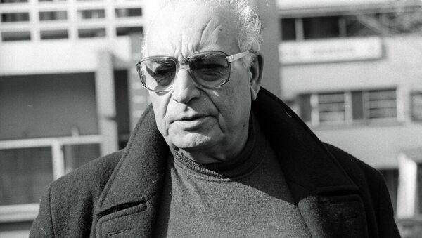 Türk edebiyatının dev ismi Yaşar Kemal 92 yaşında hayatını kaybetti. - Sputnik Türkiye