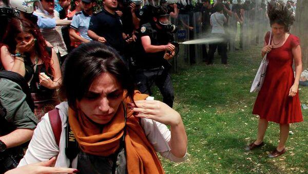 Gezi Parkı- Kırmızılı kadın - Sputnik Türkiye