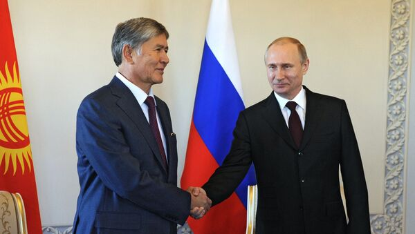 Rusya Devlet Başkanı Vladimir Putin - Kırgızistan Devlet Başkanı Almazbek Atambayev - Sputnik Türkiye