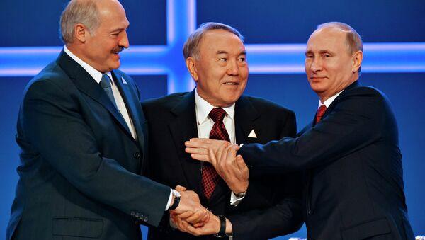 Rusya Devlet Başkanı Vladimir Putin, Kazakistan Devlet Başkanı Nursultan Nazarbayev ve Belarus Devlet Başkanı Aleksandr Lukaşenko - Sputnik Türkiye