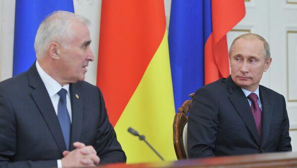 Rusya Devlet Başkanı Vladimir Putin ve Güney Osetya lideri Leonid Tibilov - Sputnik Türkiye
