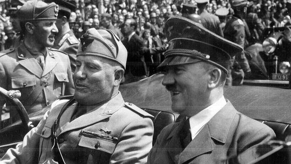 Adolf Hitler ve Benito Mussolini - Sputnik Türkiye