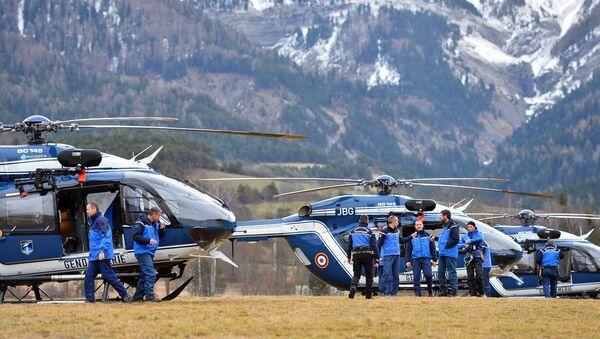 Fransa'nın güneyinde Seyne Les Alpes yakınlarında düşen Germanwings şirketinin Airbus A320 tipi yolcu uçağının parçalarını arama çalışmaları devam ediyor. - Sputnik Türkiye