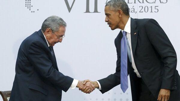 ABD Başkanı Barack Obama ve Küba Devlet Başkanı Raul Castro - Sputnik Türkiye