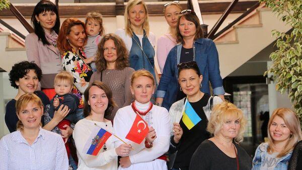 'Rus gelinler', Marmaris'te Paskalya'yı kutladı - Sputnik Türkiye