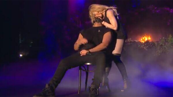 Madonna'nın Drake'i öptüğü an - Sputnik Türkiye