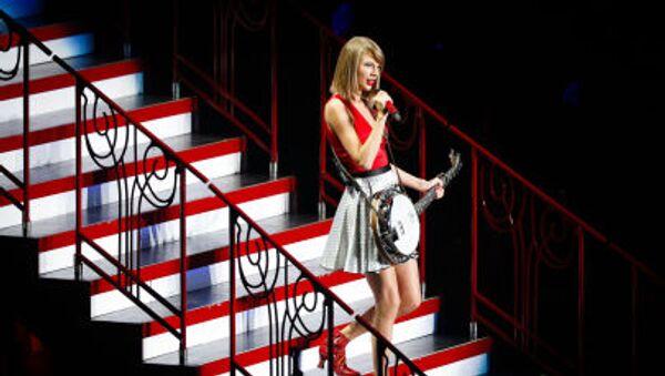 Американская певица Тейлор Свифт во время выступления в Шанхае - Sputnik Türkiye