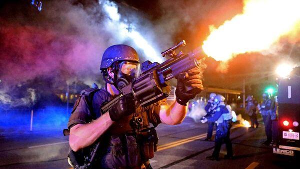 St. Louis Post fotoğraf servisi, Ferguson'daki şiddet ve öfkeyi yansıtan fotoğraflarıyla Pulitzer kazandı. - Sputnik Türkiye