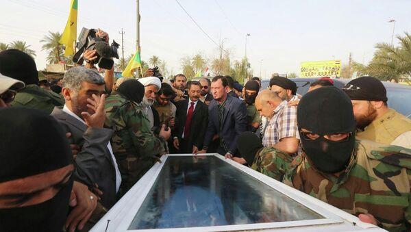 Irak'taki çatışmalar sırasında öldürülen devrik lider Saddam Hüseyin'in yardımcısı İzzet İbrahim el Duri'nin cenazesi - Sputnik Türkiye