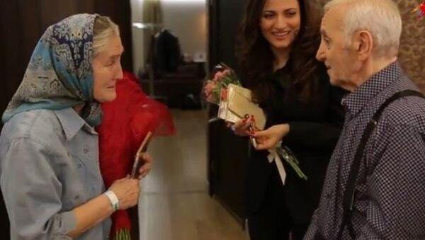 Fransız şarkıcı Charles Aznavour- 73 yaşındaki Lydia Ivanova - Sputnik Türkiye