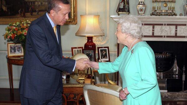 Türkiye Cumhurbaşkanı Recep Tayyip Erdoğan- İngiltere Kraliçesi 2. Elizabeth - Sputnik Türkiye
