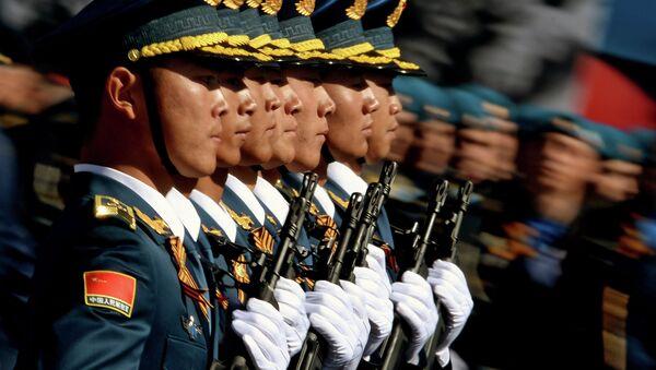 9 Mayıs Zafer Günü askeri geçit törenine katılan Çin Halk Kurtuluş Ordusu'na bağlı askerler - Sputnik Türkiye