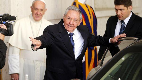 Küba lideri Raul Castro- Papa Franciscus - Sputnik Türkiye