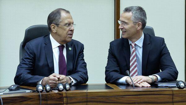 Rusya Dışişleri Bakanı Sergey Lavrov ve NATO Genel Sekreteri Jens Stoltenberg - Sputnik Türkiye