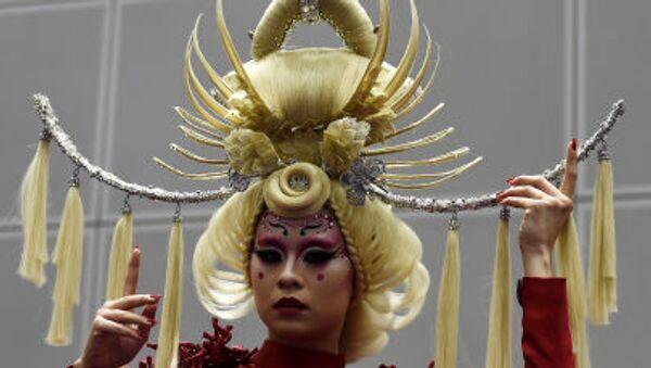 Kuala Lumpur'daki Güzellik Uzmanları Yarışması'na katılan manken - Sputnik Türkiye
