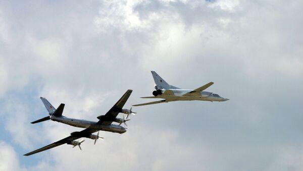 TU 95 ve TU 22 bombardıman uçakları - Sputnik Türkiye