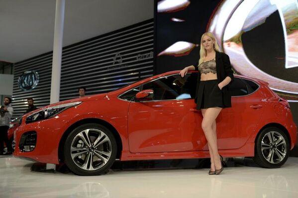 Dünyaca ünlü manken Erin Heatherton Cee'd GT-Line aracının tanıtımını yaptı. - Sputnik Türkiye