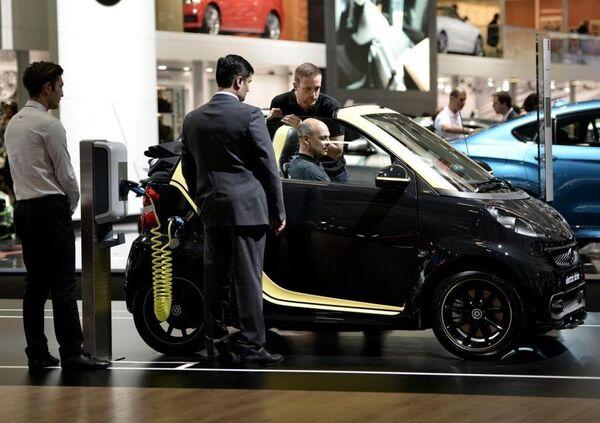 Fuarda markalar yeni nesil elektrikli otomobillerini de tanıttı. Mercedes'in Smart electric drive modeli. - Sputnik Türkiye