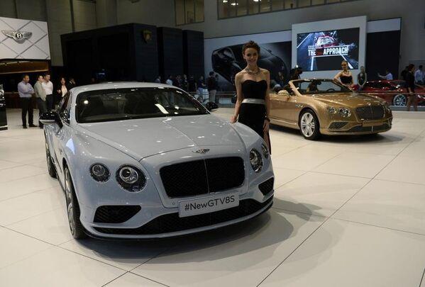 Bentley yeni GTV8S modeli. - Sputnik Türkiye