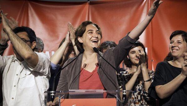İspanya'da düzenlenen yerel seçimlerde Barcelona en Comu adlı siyasi oluşumun adayı Ada Colau - Sputnik Türkiye