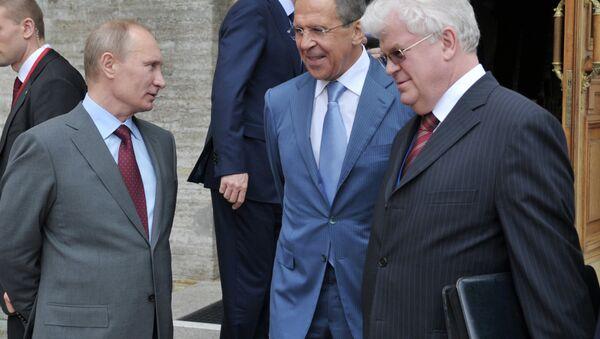 Rusya Devlet Başkanı Vladimir Putin, Rusya Dışişleri Bakanı Sergey Lavrov ve Rusya'nın AB Daimi Temsilcisi Vladimir Çijov - Sputnik Türkiye