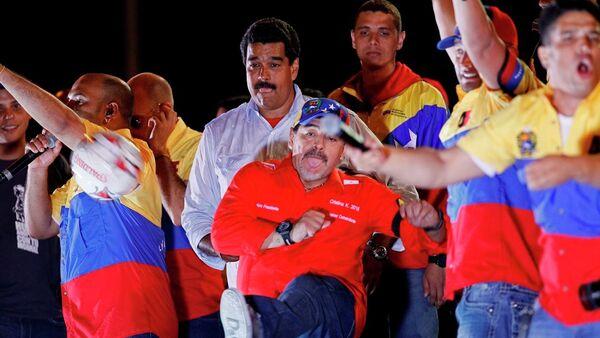 Venezüella Devlet Başkanı Nicolas Maduro ve Arjantinli futbolcu Diego Maradona - Sputnik Türkiye